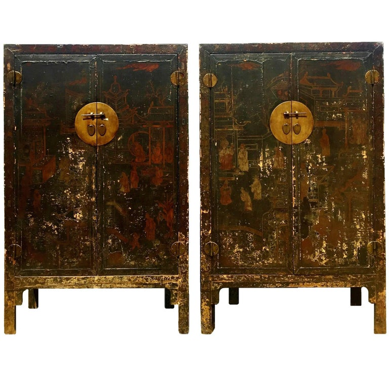 Pair of 19th Century Black Lacquered Chinese Cabinets in Original Condition  For Sale - Pair Of 19th Century Black Lacquered Chinese Cabinets In Original