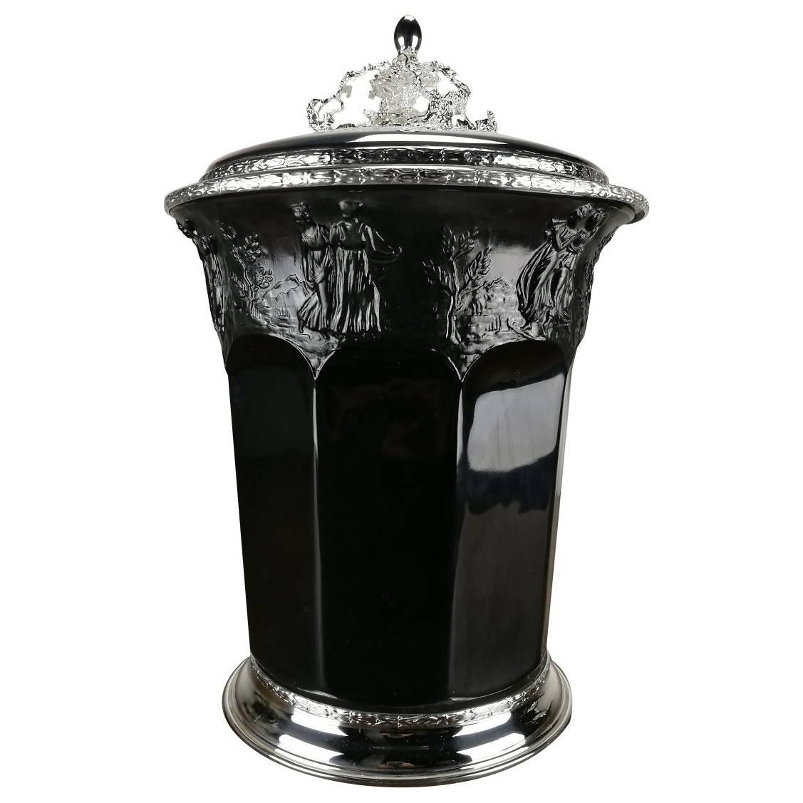 Ice Bucket with Lid in Black Porcelain