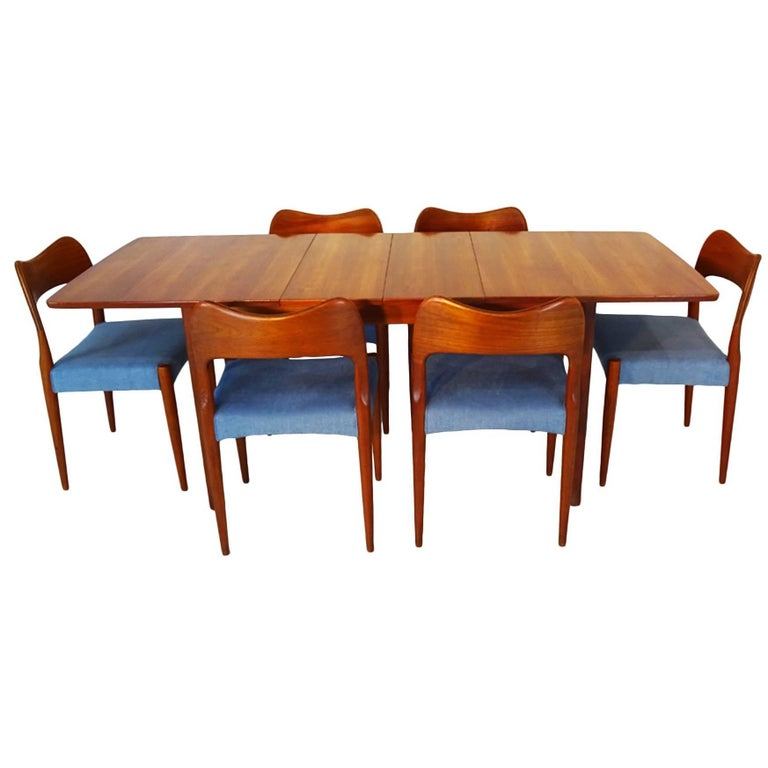 Beautiful Mid Century Scandinavian Dining Set With Six