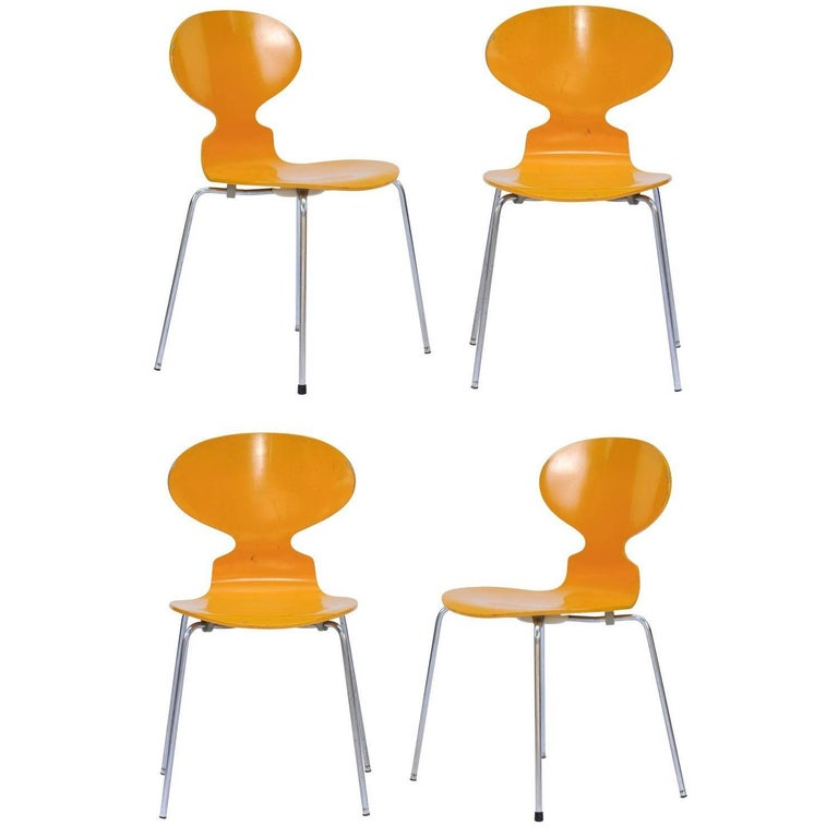 Set of Four 1970s Arne Jacobsen Danish 'Fourmi' Side Chairs with Sunny Color For Sale