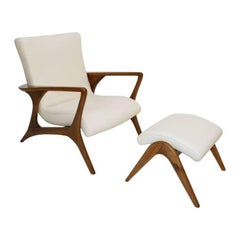 Pair of Contour Lounge Chairs Designed by Vladimir Kagan