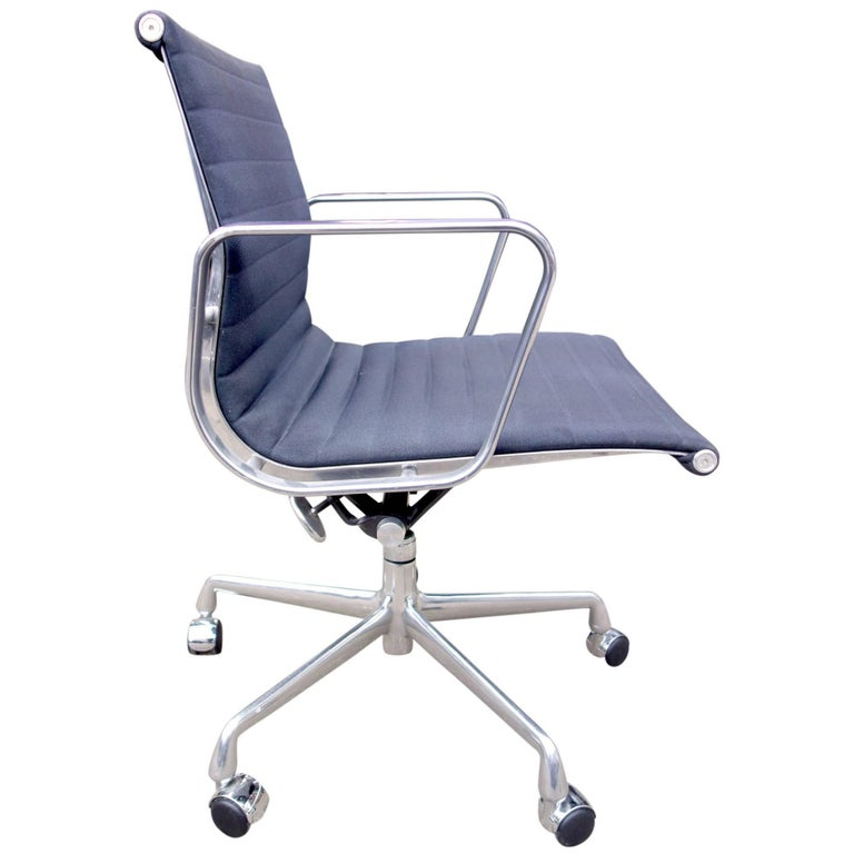 Midcentury Aluminium Group Management Chairs by Eames for Herman Miller
