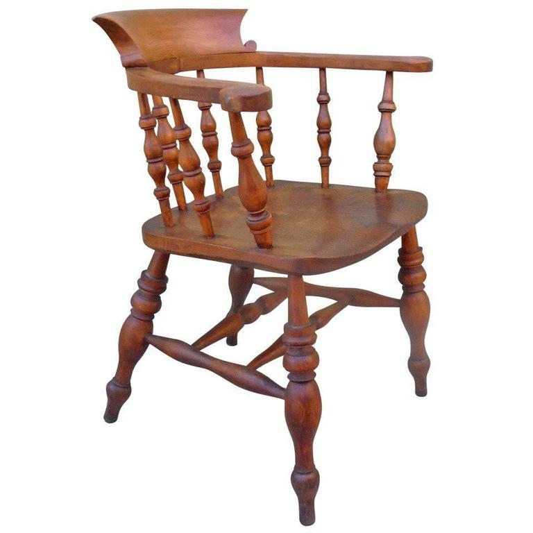 Delicieux 19th Century English Pub Chair With Exceptional Untouched Surface For Sale