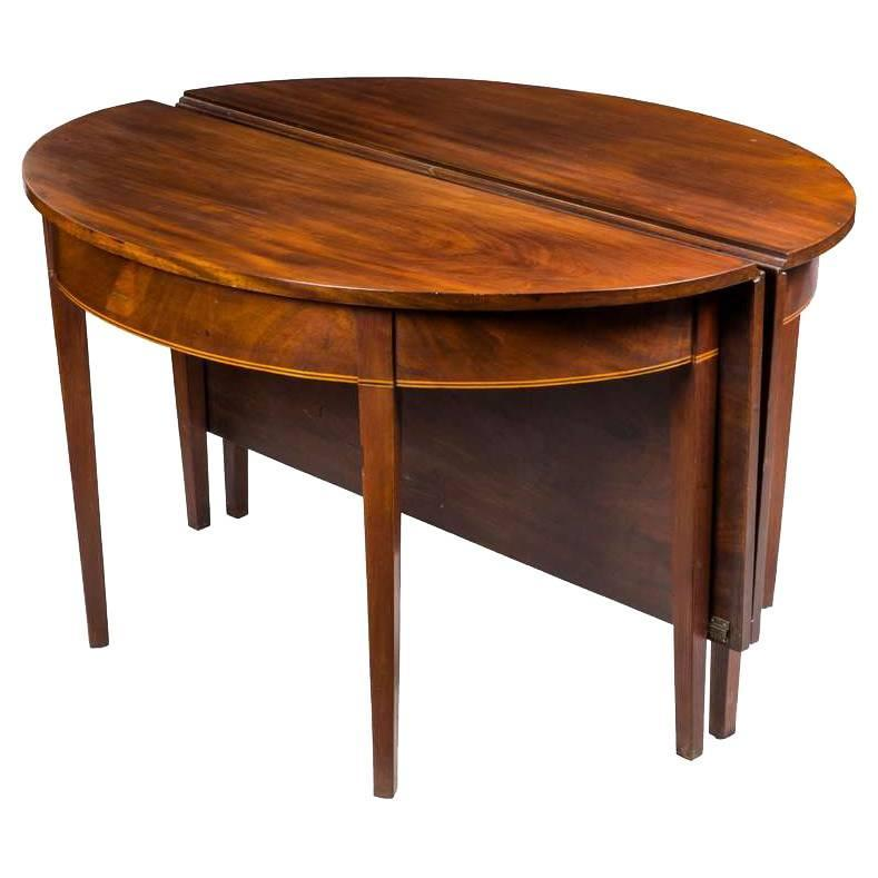 Banquet Dining Table: Federal Mahogany Hepplewhite Two-Part Banquet Table