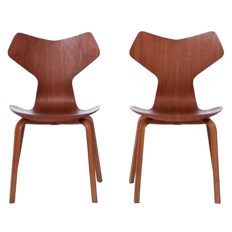 danish modern grand prix chairs by arne jacobsen for sale. Black Bedroom Furniture Sets. Home Design Ideas