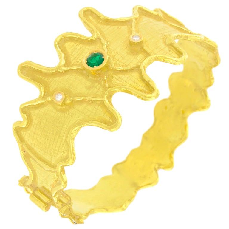 Sacchi Round Emerald and Diamonds Gemstone 18 Karat Yellow Gold Cuff Bracelet For Sale