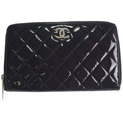 CHANEL Zipped Wallet in Quilted Black Patent Leather