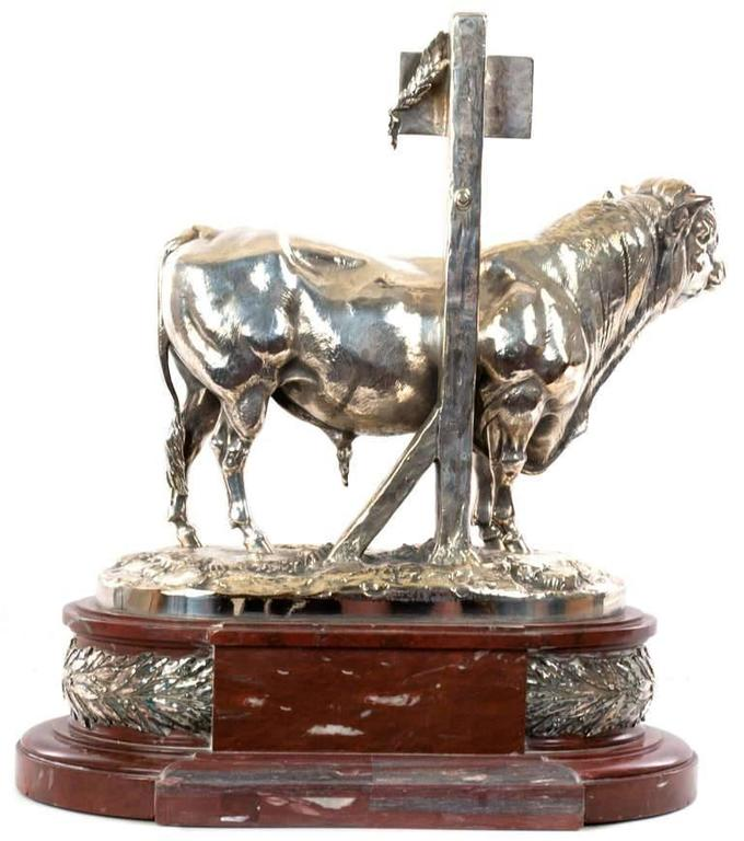 This Premier Prix statue, commissioned by the Ministries of Agriculture and Commerce, embodies the highest of French values by ennobling traditional farm work with world-class artistry and rich materials. The silvered-bronze statue of a