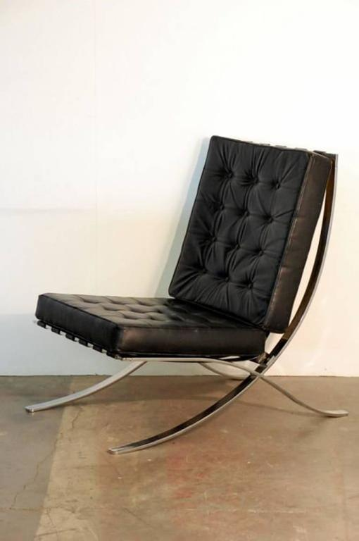 Modern Pair of Oversized French 1970s Barcelona Style Chrome and Leather Chairs For Sale