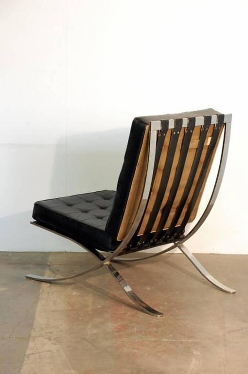 Late 20th Century Pair of Oversized French 1970s Barcelona Style Chrome and Leather Chairs For Sale