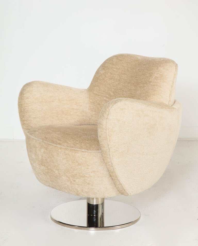 Wrap Around Swivel Barrel Chair Offered by Vladimir Kagan Design Group For Sale 4