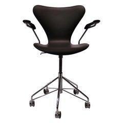 Series Seven Office Chair, Model 3217, by Arne Jacobsen and Fritz Hansen, 2012