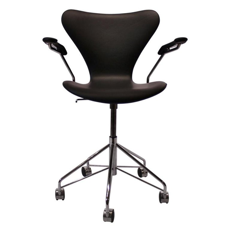 Series Seven Office Chair, Model 3217, by Arne Jacobsen and Fritz Hansen, 2012