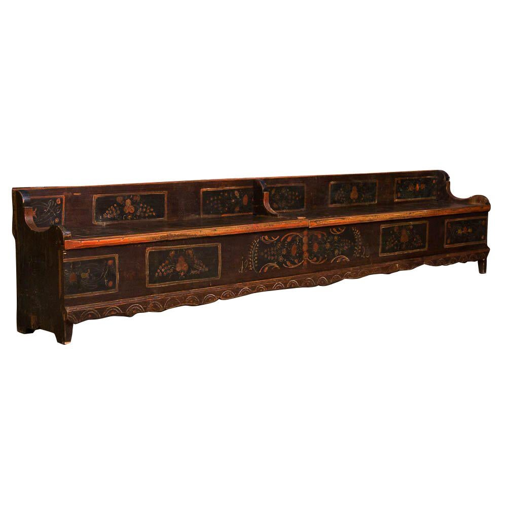 Charmant Long Antique Storage Bench With Original Folk Art Paint For Sale