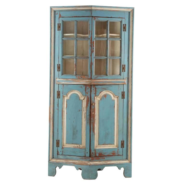 19th Century American Blue Painted Corner Cabinet in Eastern Shore style  For Sale - 19th Century American Blue Painted Corner Cabinet In Eastern Shore