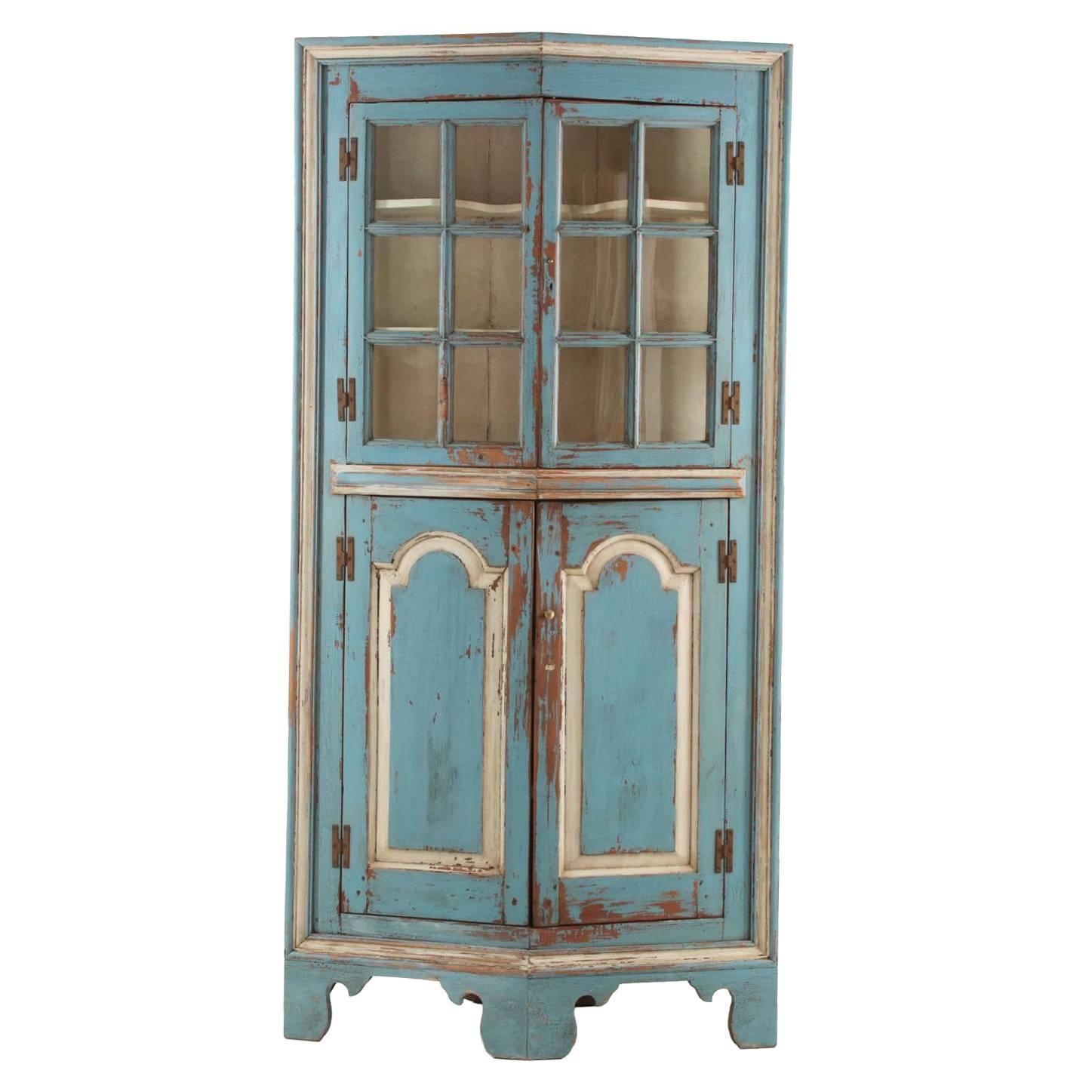 19th Century American Blue Painted Corner Cabinet in Eastern Shore style at  1stdibs - 19th Century American Blue Painted Corner Cabinet In Eastern Shore