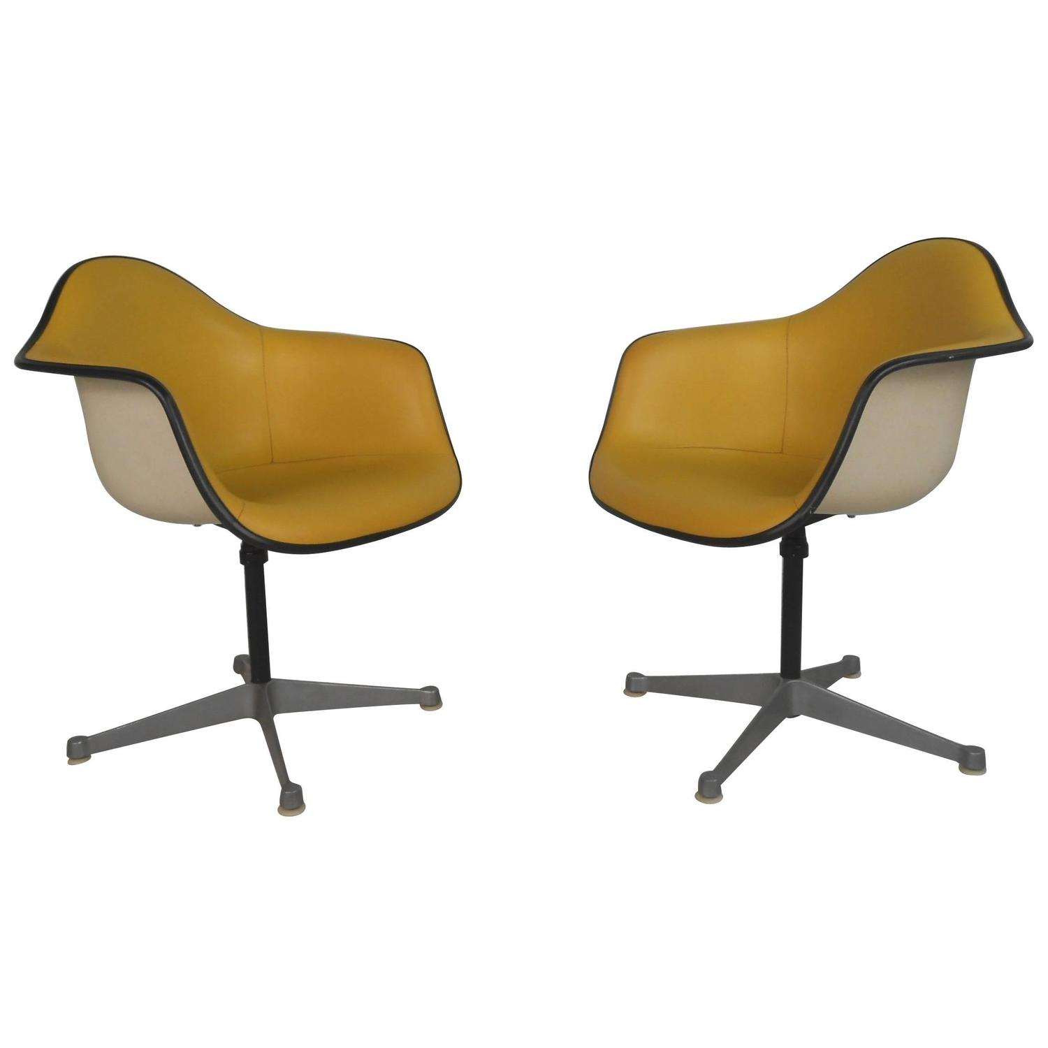 Bent plywood chair eames - Pair Charles Eames For Herman Miller Bucket Chairs