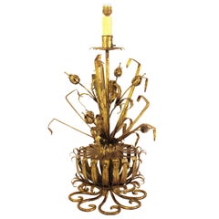 Spanish 1950s Hollywood Regency Style Hand-Hammered Gilt Iron Table Lamp