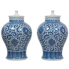 Chinese Porcelain Vases by Tommi Parzinger Blue and White Porcelain USA 1950's