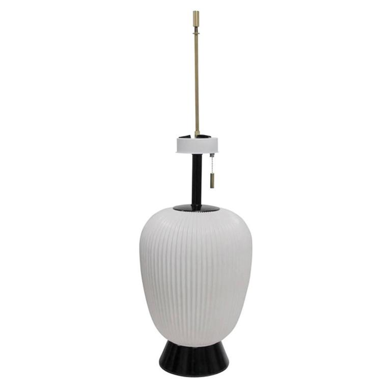 Genial Gerald Thurston Table Lamp For Lightolier In White Porcelain, USA, 1950s.  Japanese Lantern
