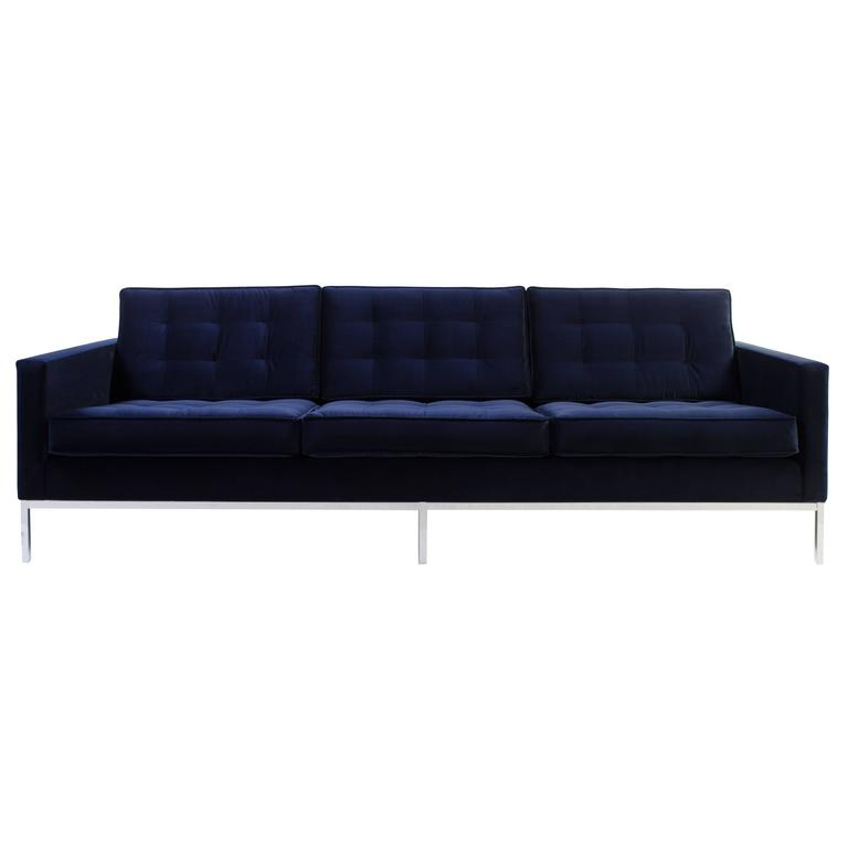 Bon Florence Knoll Sofa In Navy Velvet For Sale
