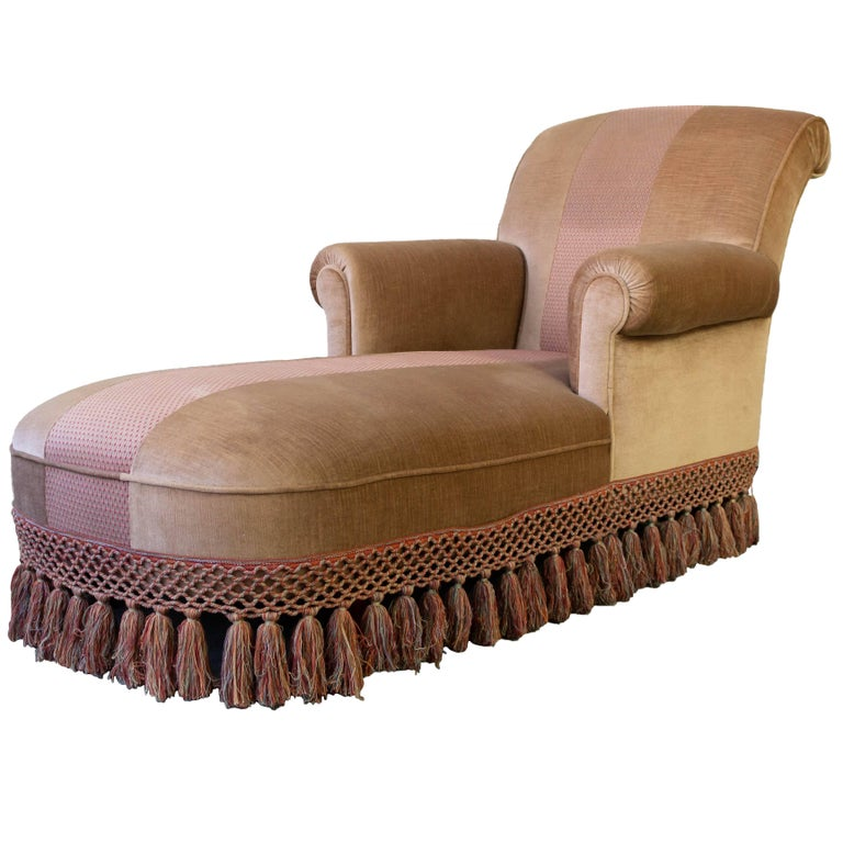 Chaise Longue With Contrasting Fabric and Trim