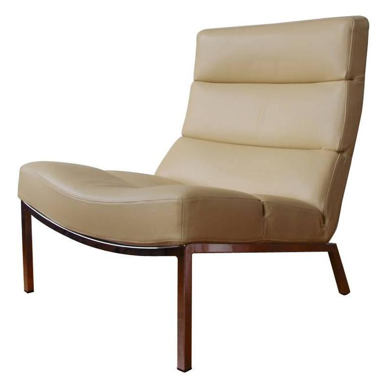 Modern Italian Cream Leather Lounge Chair, Modern Italian Design For Sale