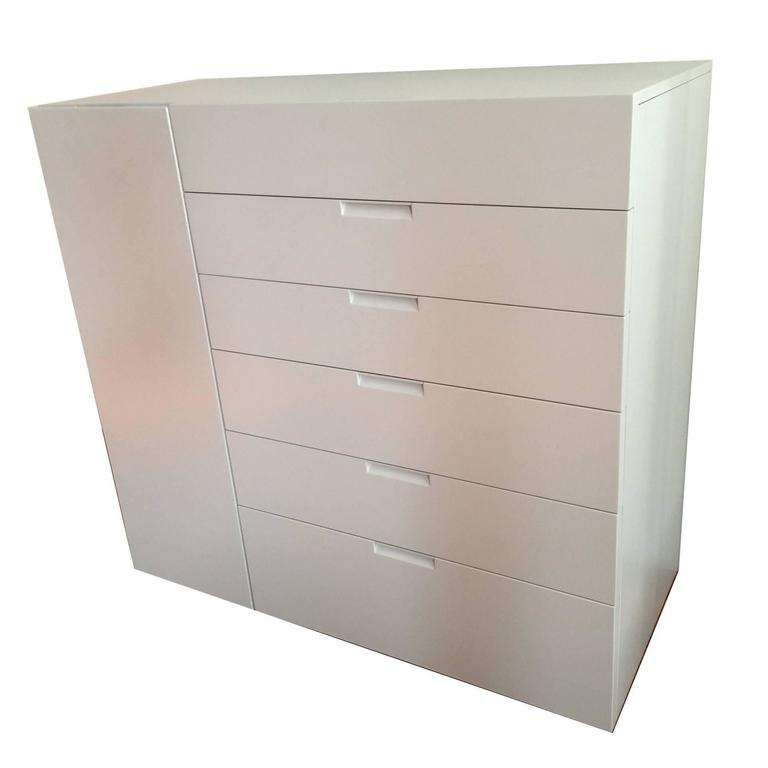 Italian Modern Sideboard Ivory Lacquer with drawers and side door For Sale