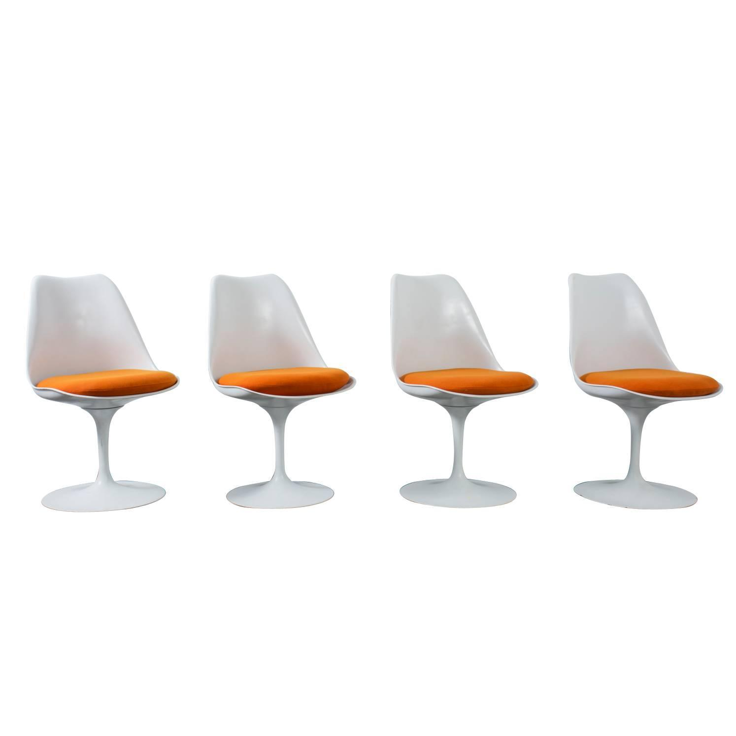 Set of four vintage tulip chairs by eero saarinen for for Eero saarinen tulip armchair