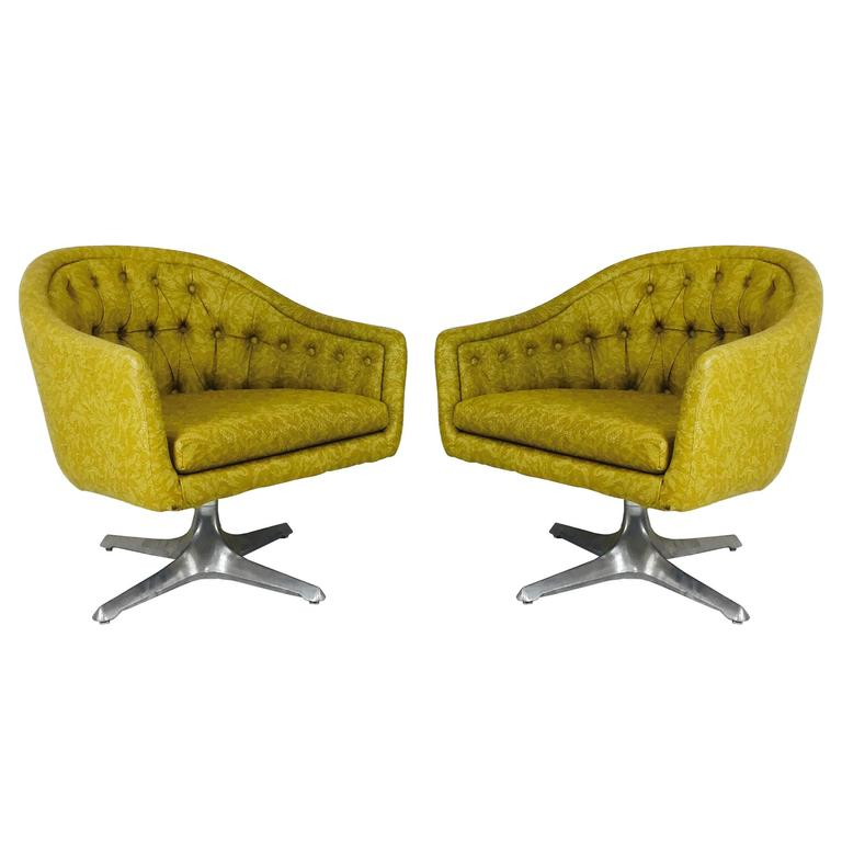Exceptionnel Pair Of MCM Chromcraft Swivel Chairs With Propeller Pedestal Base For Sale