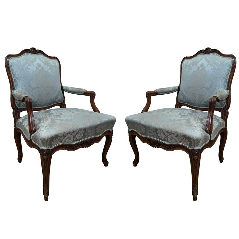 pair of louis xv fauteuils a la reine for sale at 1stdibs. Black Bedroom Furniture Sets. Home Design Ideas