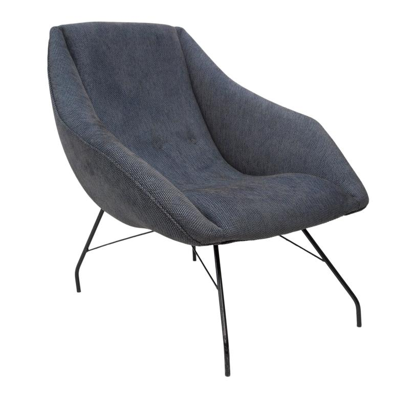 A pair of highly modern 'concha' (shell) armchairs by collaborative designers Martin Eisler and Carlo Hauner, manufactured circa 1950s, with curved back and arms, on black enameled metal legs. The chairs remain in excellent original condition, wear