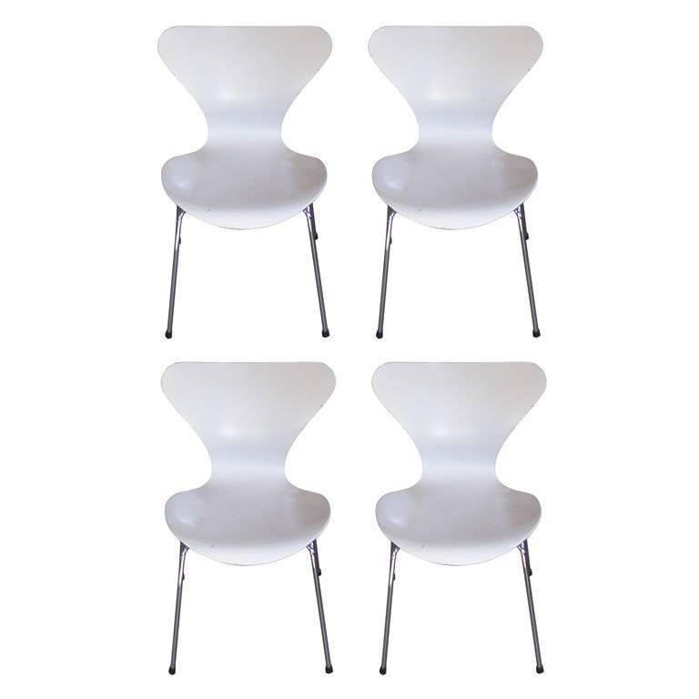 Set of Four Vintage White Arne Jacobsen for Fritz Hansen Stackable Chairs