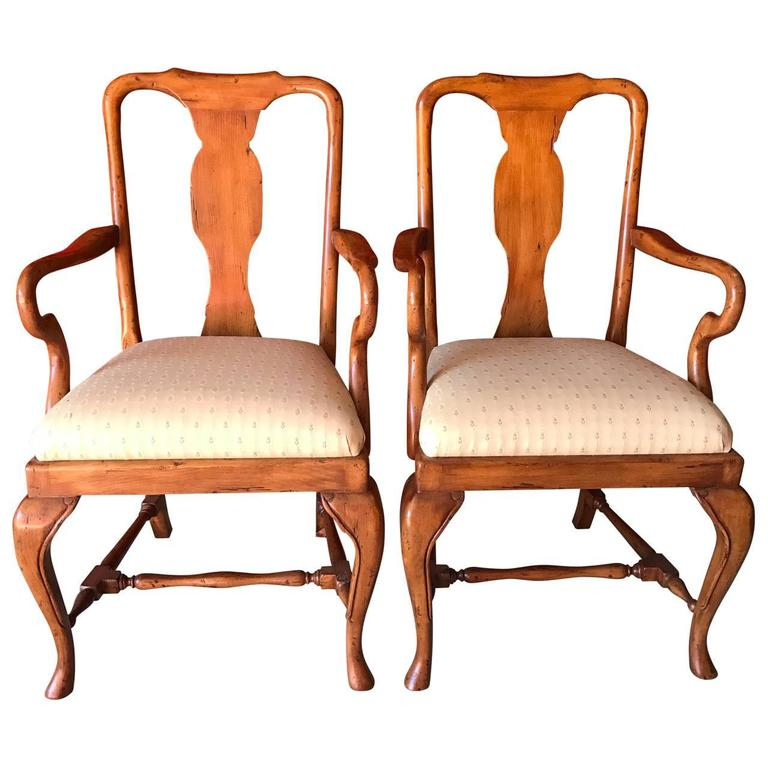 Set of eight queen anne style dining chairs at 1stdibs for Queen anne dining room