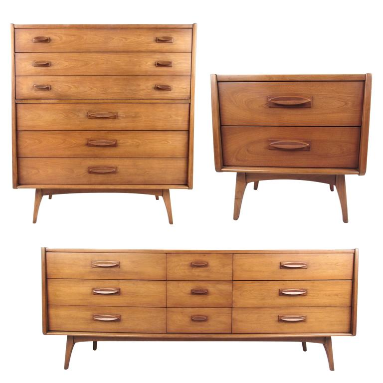 Mid century modern three piece bedroom set for sale at 1stdibs - Midcentury modern bedroom furniture ...