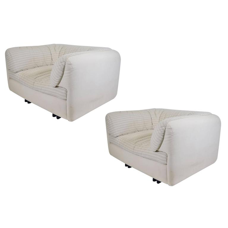 Pair of Super fortable Lounge Chairs by Arflex For Sale at 1stdibs