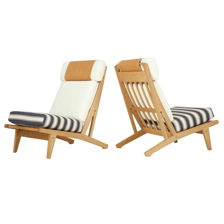Pair of Hans J Wegner GETAMA Lounge Chairs, circa 1960s 1