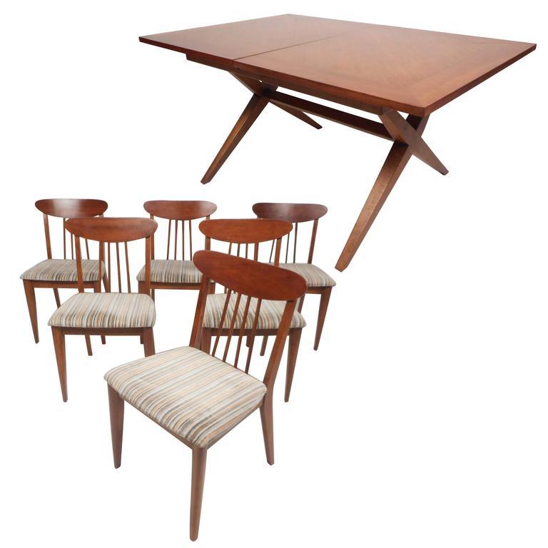 Stylish Mid-Century Modern Dining Set
