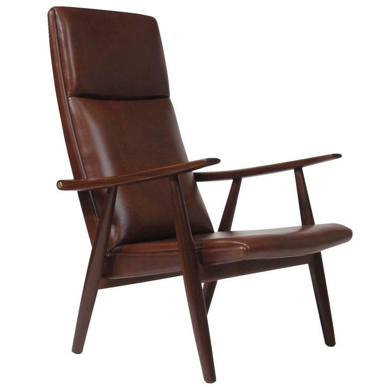 Hans Wegner Model 260 Lounge Chair in Brown Leather