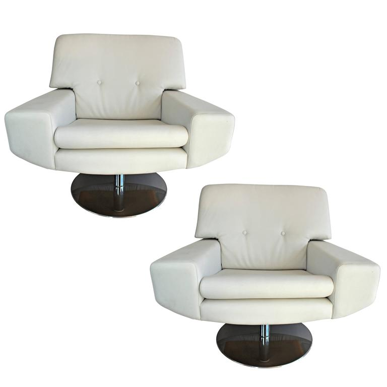 Large Pair of Vintage Italian Armchairs, circa 1970 For Sale