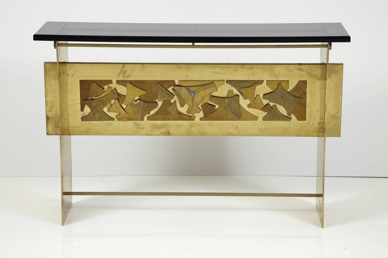 Italian Brutalist Style Brass Console with Smoke Gray Lucite Top For Sale 3