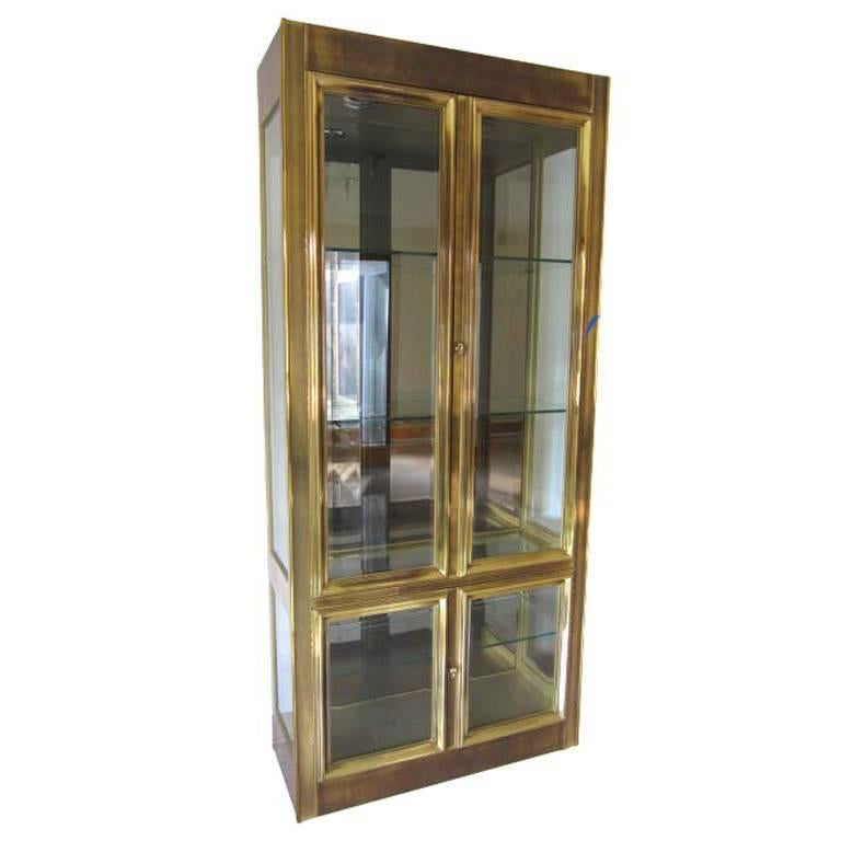 stunning mastercraft brass vitrine midcentury regency modern for sale at 1stdibs. Black Bedroom Furniture Sets. Home Design Ideas