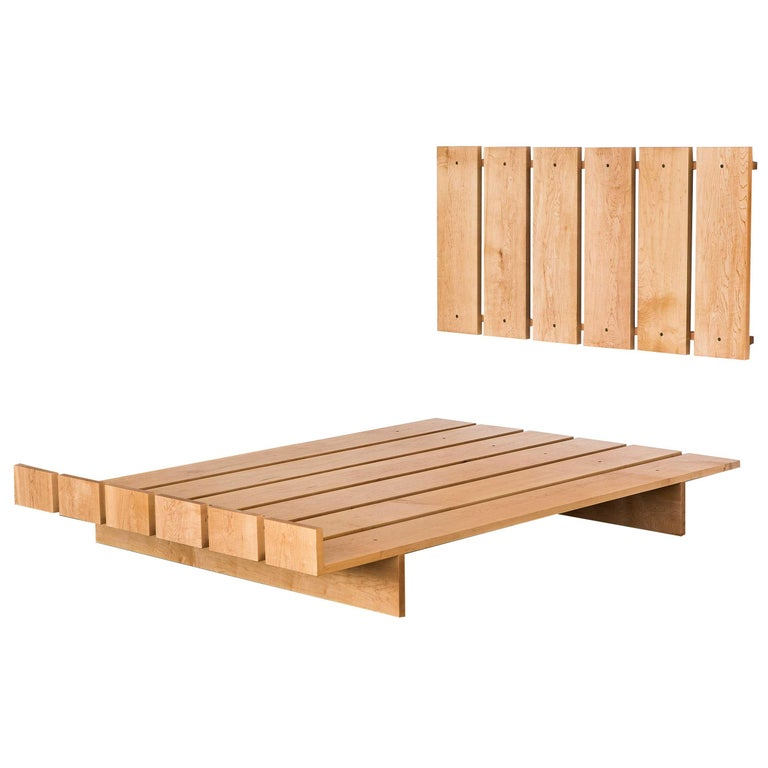 Ab7, Full Size Contemporary Maple Platform Bed with Floating Headboard