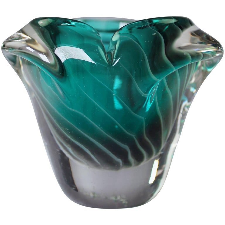 Nanny Still McKinney Small Finnish Emerald Green and White Glass Bowl, 1960s For Sale
