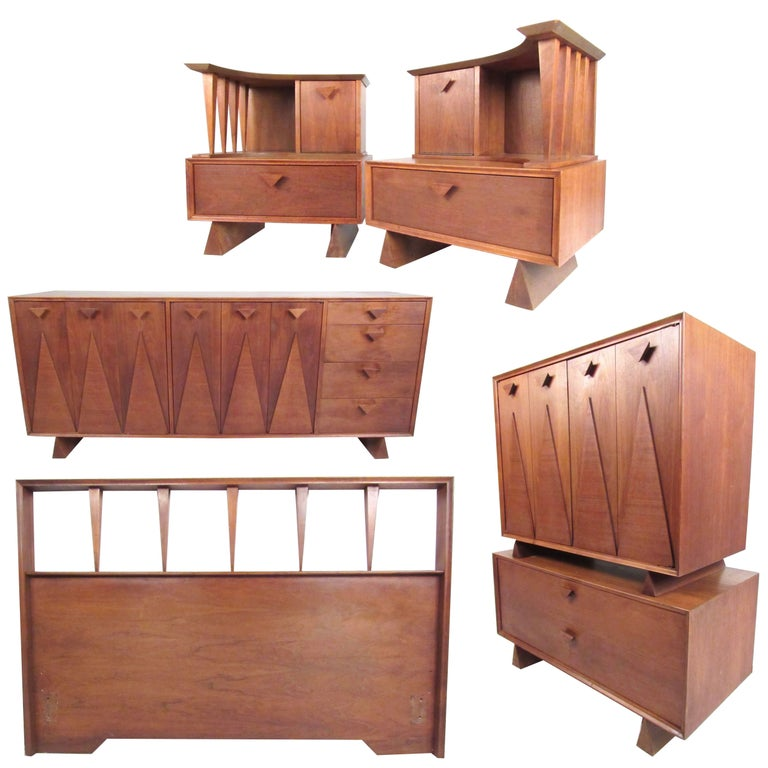 Mid-Century Bedroom Suite in the Style of George Nakashima For Sale