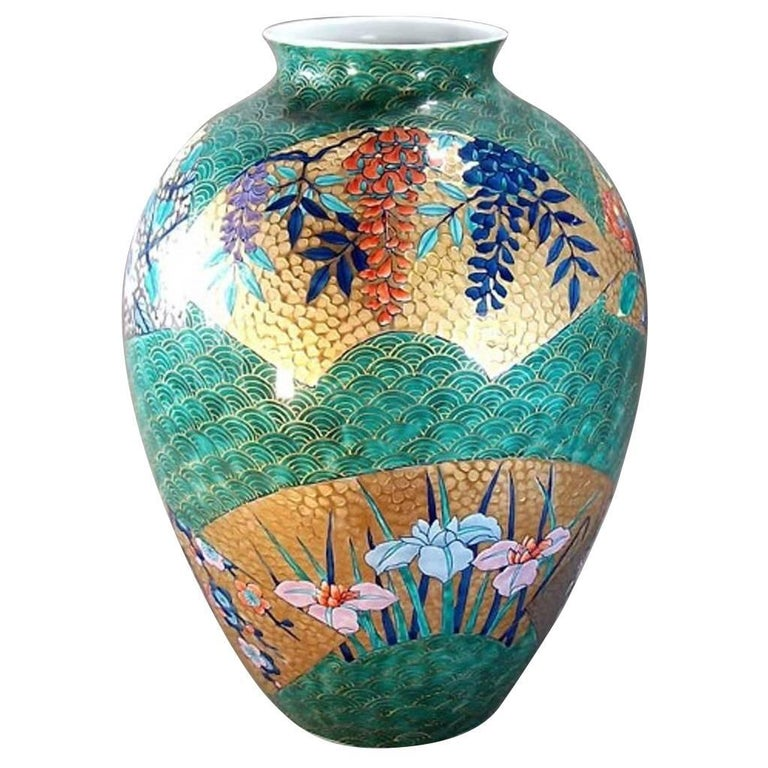 Large Japanese Hand-Painted Gilded green Imari Porcelain Vase by Master Artist