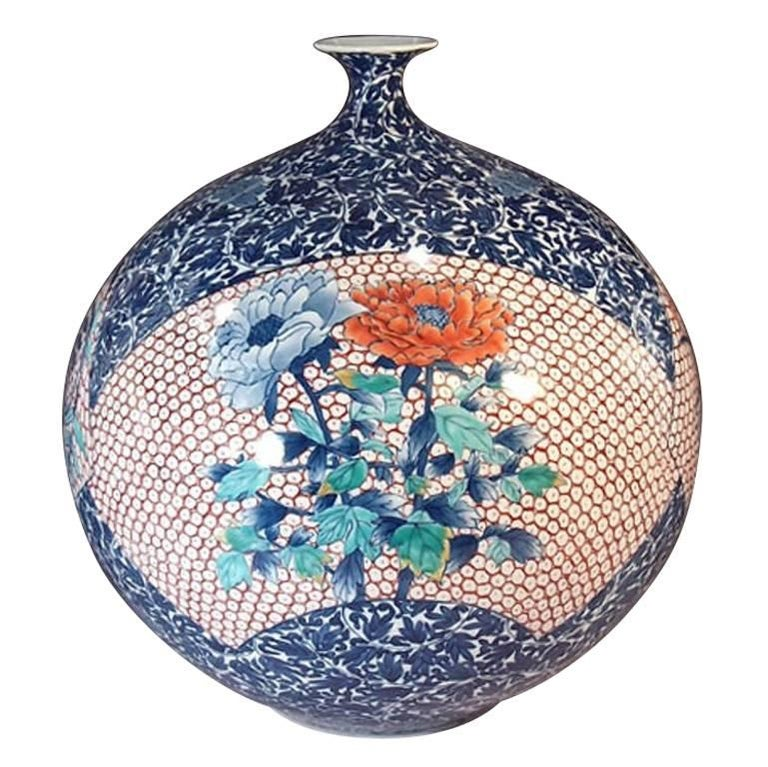 This intriguing Japanese Imari Porcelain vase, hand-painted on a beautifully shaped fine Arita porcelain body, featuring three attractive panels of flowers is a signed piece by Kinsai. Kinsai is a highly acclaimed master porcelain artist and