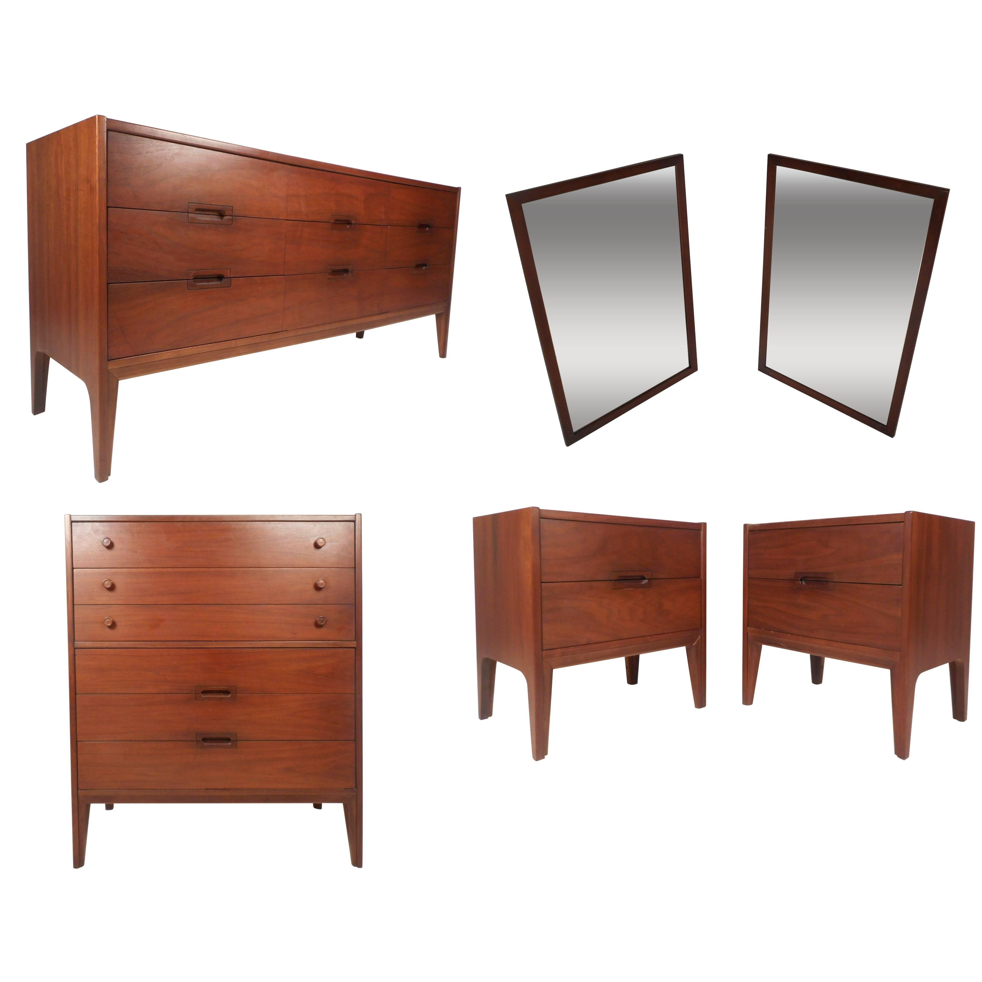 Mid Century Modern Walnut Bedroom Set By United Furniture Co