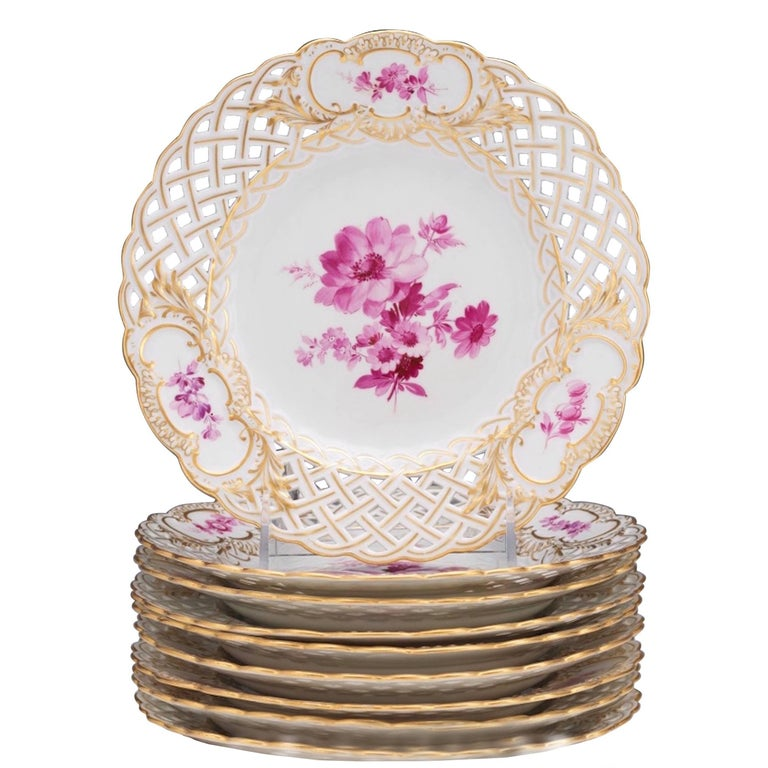 Eight Meissen Reticulated Painted Floral Motif Plates, in a Rose Palette