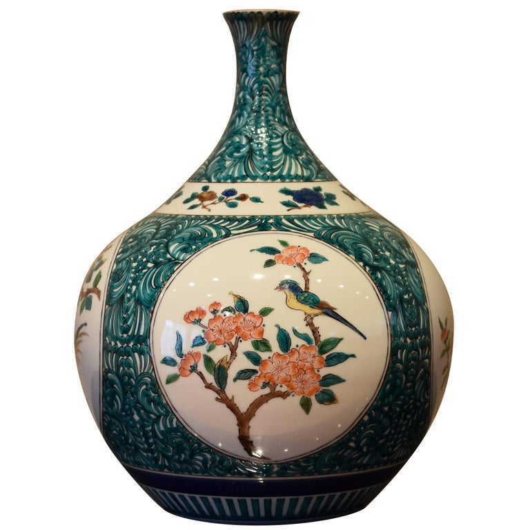 Japanese Kutani Hand-Painted Decorative Porcelain Vase by Master Artist For Sale